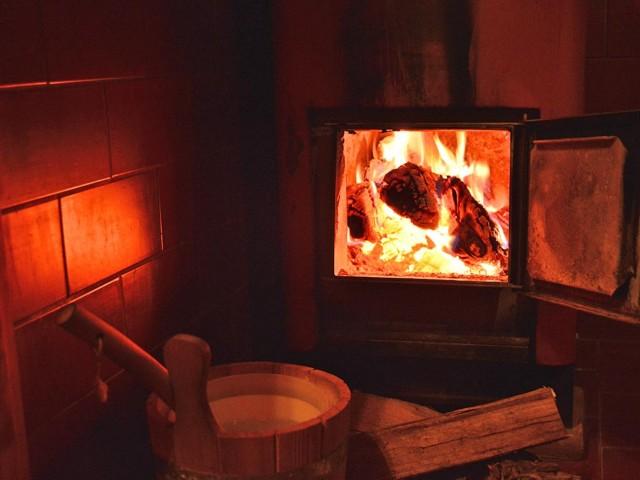Holz-Feuer-Sauna